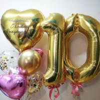 Композиция из гелиевых шариков на десятилетие с большим сердцем и вашими поздравлениями