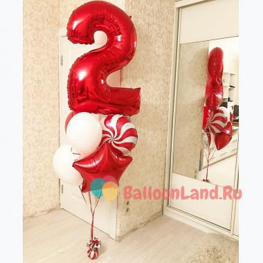 Букет из шаров с гелием в красном цвете на двухлетие