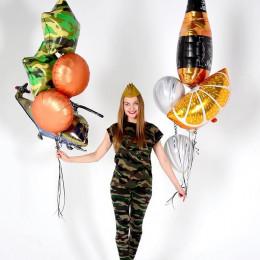 Композиция из гелевых шаров с вертолетом и бутылкой виски