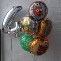 Композиция из гелевых шаров с героями мультика Три Кота девочке на четырехлетие