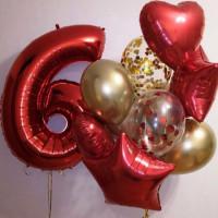 Композиция из шаров со звездами и сердцами красно-золотая