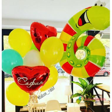 Букет из шаров с гелием с гусеничкой и сердцами на шестилетие
