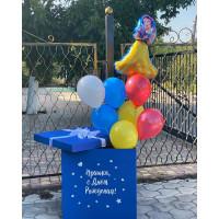 Композиция из воздушных шариков с Белоснежкой в коробке-сюрприз