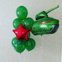 Композиция из гелевых шариков с танком и красной звездой
