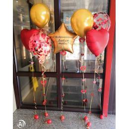 Композиция из шариков с гелием с красными сердцами и золотой звездой на ДМБ