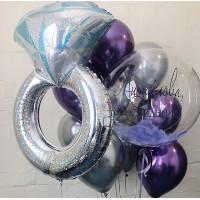 Композиция из шаров с кольцом с бриллиантом и шаром с перьями с вашей надписью на девичник