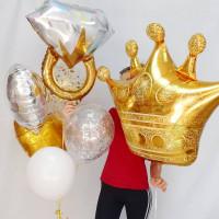 Композиция из гелиевых шариков на девичник с кольцом и короной