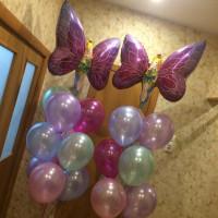 Композиция из воздушных шаров из двух фонтанов с феей-бабочкой