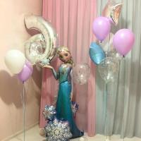 Композиция из шаров Холодной сердце с ходячей фигурой Эльзы, цифрой, звездами и шарами с конфетти