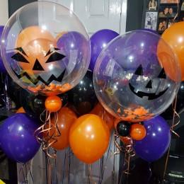 Композиция из шариков с гелием на Хеллоуин с прозрачными шарами со злобными улыбками