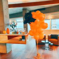Букет из шаров оранжевый с летучей мышью