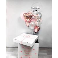 Букет шаров на шестилетие с шаром с перьями и сердцами в коробке-сюрприз