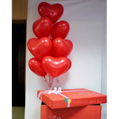 Букет из гелиевых шаров из красных сердец в коробке-сюрприз