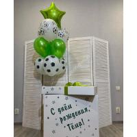 Фонтан из шариков с футбольными мячами и звездой в коробке-сюрприз
