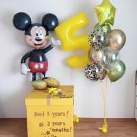 Композиция из шариков с гелием с коробкой-сюрприз, цифрой и Микки Маусом