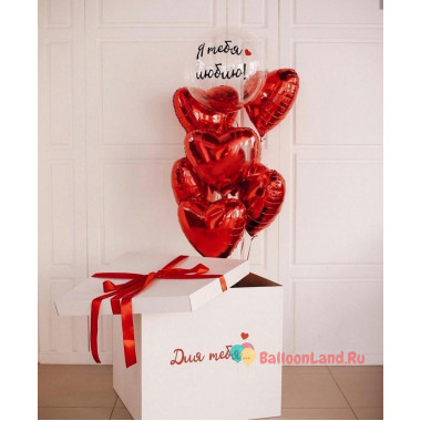Букет воздушных шариков признание с красными сердцами и шаром с перьями в коробке-сюрприз