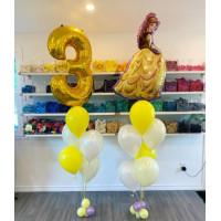 Композиция из шаров с гелием с Белль и цифрой в бело-желтой гамме