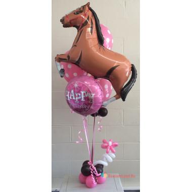 Композиция на День Рождения с гарцующей лошадью