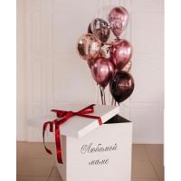 Букет из шаров с шаром с перьями в коробке-сюрприз для маме