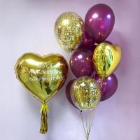 Композиция из шариков с золотыми сердцами маме