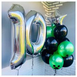 Композиция из воздушных шаров Майнкрафт с серебряными цифрами