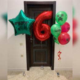 Композиция из гелиевых шаров Майнкрафт на День Рождения с большой именной звездой