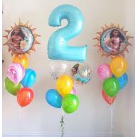 Композиция из шариков с гелием с героями м/ф Моана с цифрой