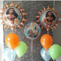 Композиция из шариков с гелием с персонажами м/ф Моана