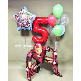 Композиция из шариков Команда Мстителей с Железным Человеком на пять лет