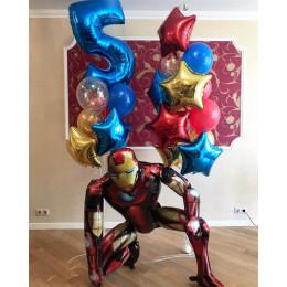 Композиция из шариков с Железным Человеком и звездами на пять лет