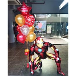 Композиция из шариков с гелием с персонажем фильма Железным Человеком