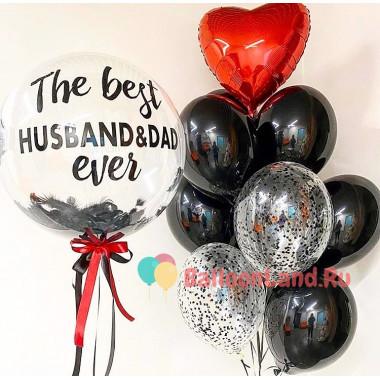 Композиция из воздушных шариков с шаром с перьями и красным сердцем