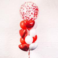Фонтан из шаров на 14 февраля с большим прозрачным шаром
