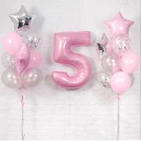 Композиция из шаров в нежных тонах с розовой цифрой