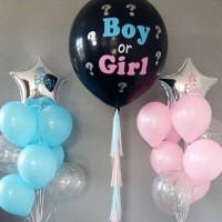 Композиция из шаров на определение пола с розовым и голубым букетом со звездами