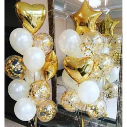 Композиция из шариков с гелием на свадьбу с золотыми звездами и сердцами