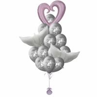 Букет шаров на свадьбу с сердцем-вензелем и голубями