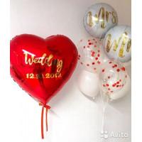 Композиция из шаров на свадьбу с красным сердцем