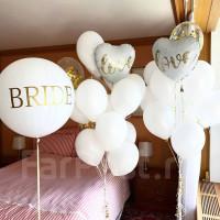 Композиция из шаров с гелием на свадьбу в белом цвете