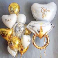 Композиция из гелиевых шаров на свадьбу с кольцом и сердцами в бело-золотой гамме