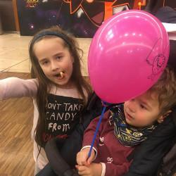 Ребёнок клиента Динары с шариками