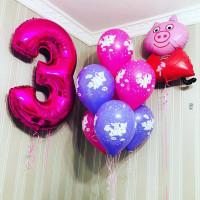 Композиция из шариков с персонажем м/ф Свинка Пеппа и цифрой