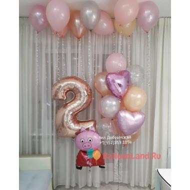 Композиция из воздушных шариков на День Рождения со Свинкой Пеппой, цифрой и сердцами