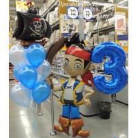 Композиция из гелиевых шаров с пиратским кораблем, цифрой и пиратом Джейком