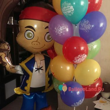 Композиция из шариков на День Рождения с ходячей фигурой пирата Джейка