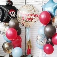 Композиция из шаров с гелием с пиратским кораблем и большим шаром с конфетти