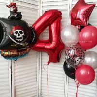 Композиция из гелевых шаров с пиратским кораблем и красной цифрой