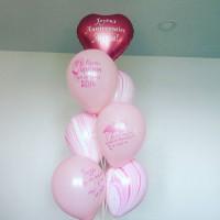Фонтан из воздушных шаров подруге с сердцем с агатами и пожеланиями от фламинго