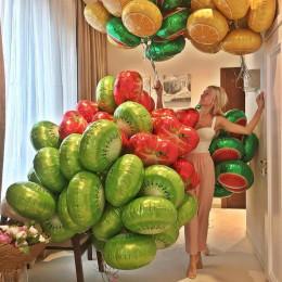 Вкусная композиция из облаков с фруктами