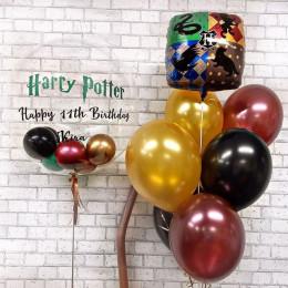 Композиция с шаром и шариками внутри и гербом Хогвартс